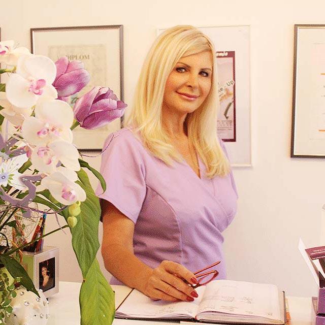 Kosmetikerin von Beauty Acadamy Margarete Turski